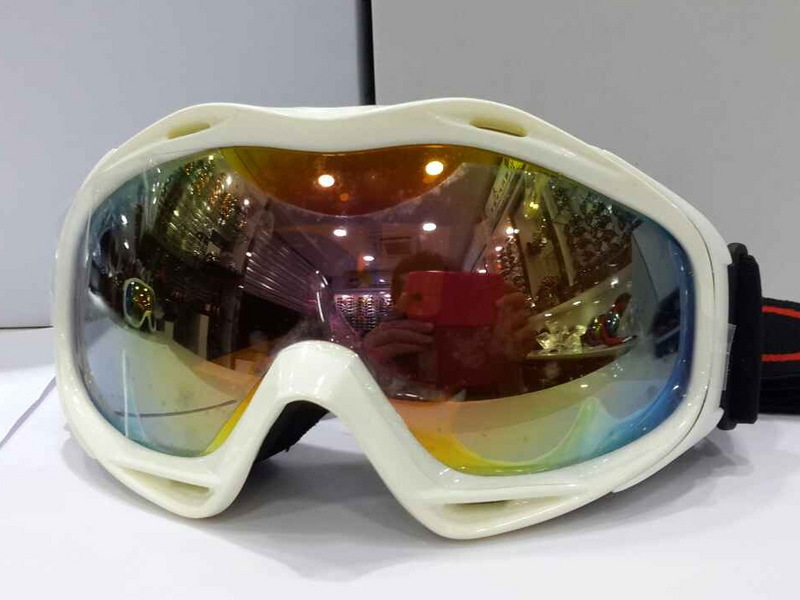 4e3a0e1e8fd Oakleys Snow Goggle White Frame Fire Yellow Lens
